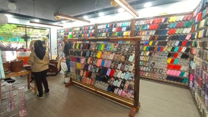 Beberapa produk Apple yang tersedia di Davin Store yang berlokasi di Jl Fatmawati, Selindung Baru, Kota Pangkalpinang.