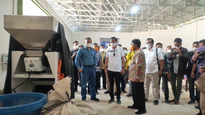 PT Timah Bantu Mesin Blower Lada ke Koperasi