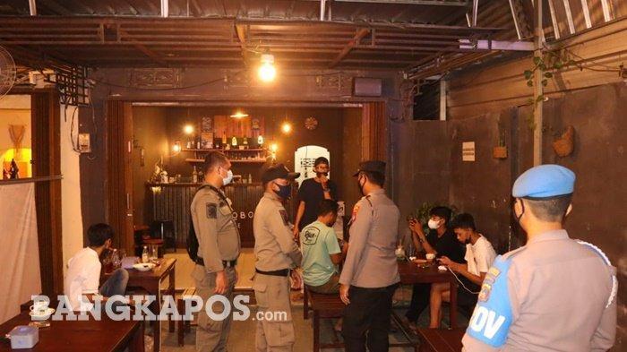 Tim Gabungan gencar mengimbau masyarakat Kota Pangkalpinang, agar mematuhi protokol kesehatan covid-19, saat berada di tempat keramaian atau di kafe-kafe, Minggu (11/9/2021) malam
