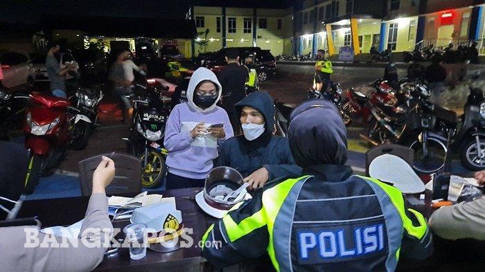 Puluhan kendaraan terjaring razia Satlantas Polres Pangkalpinang, di Jalan Ahmad Yani, Tamansari, Kota Pangkalpinang, Minggu (11/9/2021) malam.