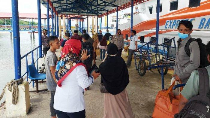 Express Bahari 3B Alami Patah As, Satpolair Polres Bangka Barat Evakuasi 112 Penumpang