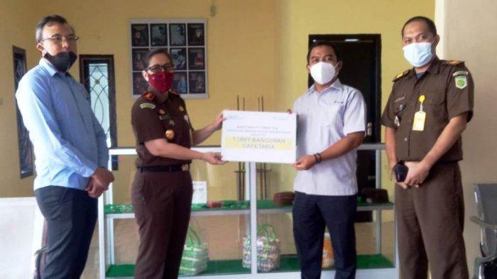 Dorong UMKM Berkembang, PT Timah Tbk Berikan Etalase di Kedai Adhyaksa Bangka Barat
