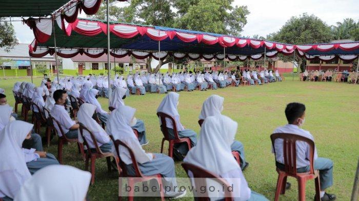 Berprestasi di Bidang Sains, Anur Bahagia dapat Hadiah Laptop dari Gubernur Bangka Belitung