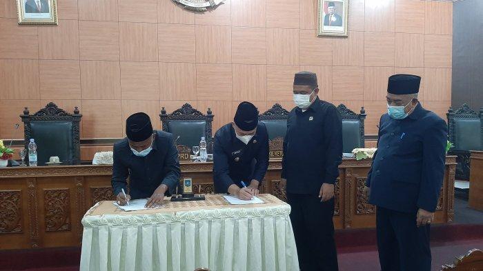 Seluruh Fraksi DPRD Bangka Tengah Setujui Raperda Penambahan Penyertaan Modal Bank Sumsel Babel