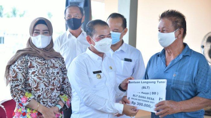 Masyarakat Desa Dwi Makmur dan Pagarawan Terima Bantuan BLT DD ke-sembilan