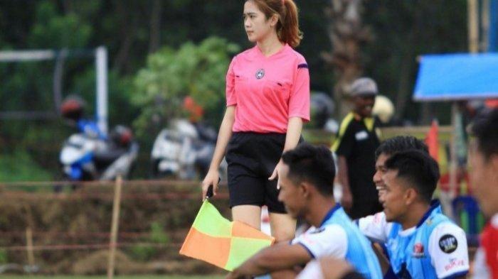 Fei Linda, Sosok Wasit Sepakbola Berparas Cantik dari Malang yang Akrab dengan Sinar Matahari & Debu