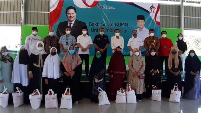Garda Bernas Babel dan Kementrian BUMN Gelar Bansos ke Masyarakat Bangka Belitung