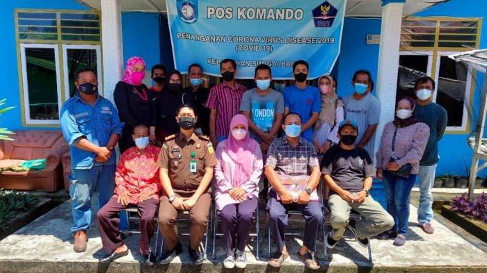 Kegiatan sosialisasi kekarantinaan kesehatan di masa pandemi Covid-19, bertempat di Kantor Kelurahan Sungai Baru.