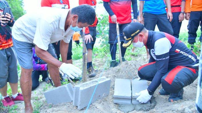 Pembangunan Mushola di Pantai Tanjung Batu Dimulai, Bupati: Terima Kasih Selamatkan Aset Pemda