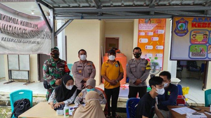 Kegiatan vaksinasi Covid-19 di gerai vaksin di desa-desa yang dilaksanakan Polres Bangka, Minggu (19/09/2021)