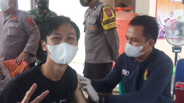 Polres Bangka Jemput Bola Buka Gerai di Desa, Rahmat Senang Tak Perlu Jauh dapatkan Vaksin Covid-19 - 20210919-vaksin3.jpg