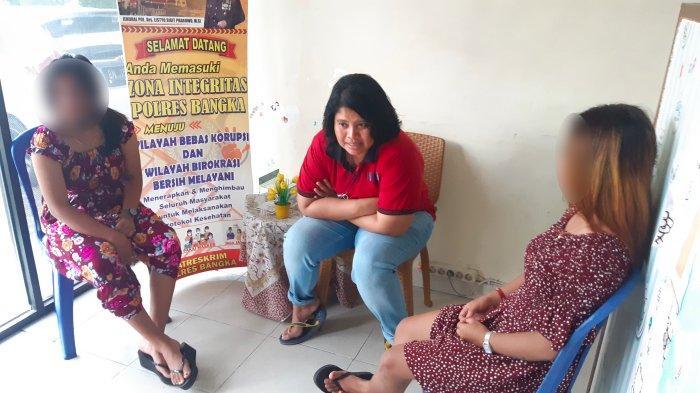 Kasaat Reskrim Polres Bangka AKP Ayu Kusuma Ningrum (baju merah) menginterogasi para PSK yang diduga di bawah umur yang diamankan dari eks Wisma Sekate eks Lokasi Sambung Giri Kamis (23/9/2021).