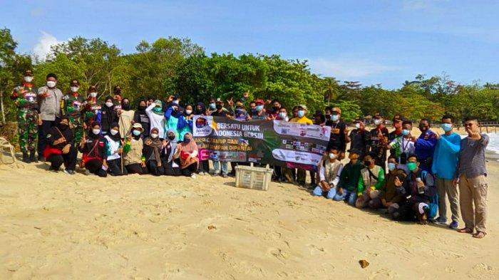 Kumpulan pemuda Kabupaten Bangka menyelenggarakan kegiatan Word Clean up Day (WCD) yang kelima di Pantai Tanjung Batu Kelurahan Jelitik Kecamatan Sungailiat, Kamis (23/09/2021).
