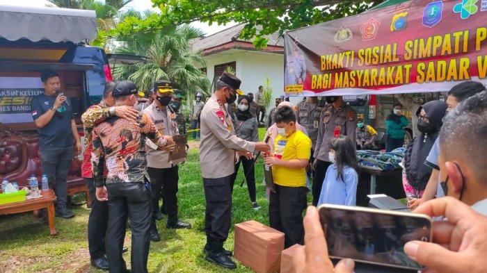 Bupati Bangka Dampingi Kapolda Bangka Belitung Tinjau Pelaksanaan Vaksin, Warga Senang dapat Sembako