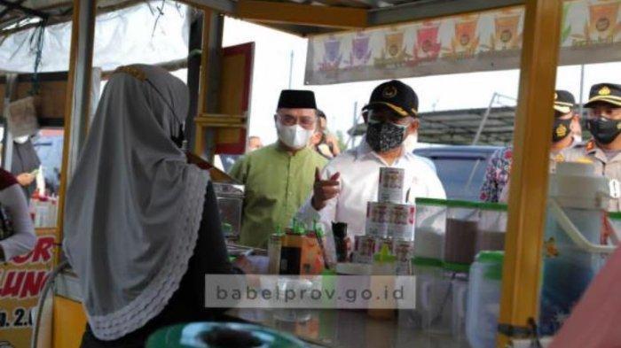 Ramahnya Muhadjir ke Ibu-ibu Bukit Dealova, Pak Menteri Bagi-bagi Masker