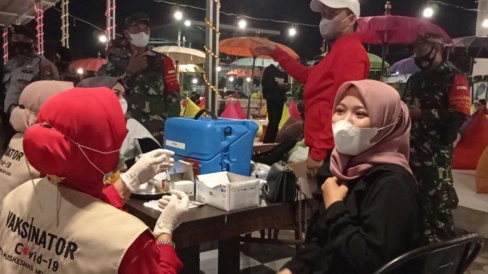 Petugas Gabungan Razia Pengunjung Kafe yang Belum Vaksin, 68 Orang Tak Dapat Tunjukkan Sertifikat