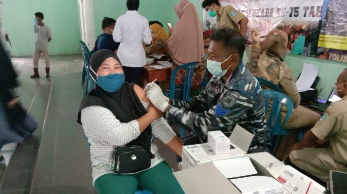 Gencarkan vaksin masyarakat maritim, TNI AL Lanal Babel bekerja sama dengan dinkes kab. Bangka kembali memvaksin 276 Masyarakat