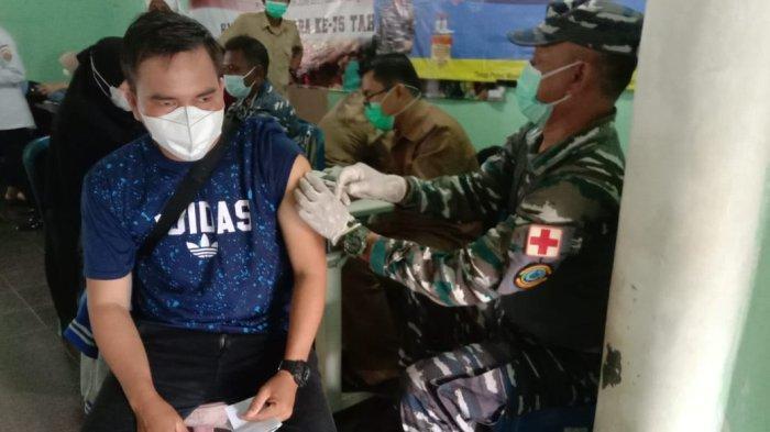 Gencarkan vaksin masyarakat maritim, TNI AL Lanal Babel bekerja sama dengan dinkes kab. Bangka kembali memvaksin 276 Masyarakat (27/09).