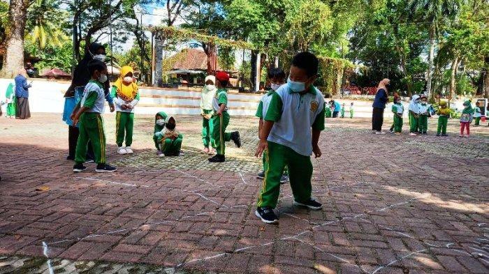Tak Selalu dengan Gadget, Anak-anak TK Tamasha Valaq Belajar Permainan Tradisional di Alam Terbuka
