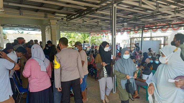 Pemerintah Desa Cit, Kecamatan Riau Silip, Kabupaten Bangka. Melakukan Vaksinasi Masal di kantor desa setempat, Rabu (22/9/2021).