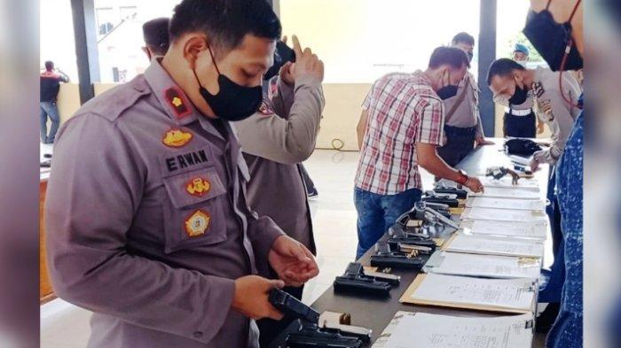 Propam Polres Bangka Selatan Periksa Senpi Anggota, Satu Kartu Izin Pemegang Belum Diperbarui