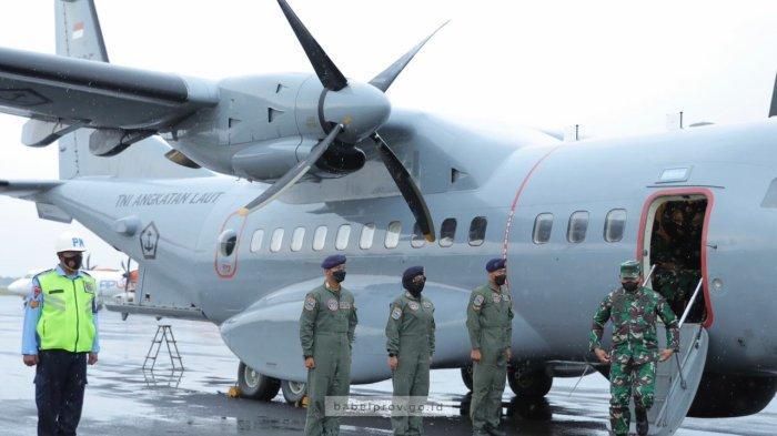 Saat Suasana Hujan dan Awan Gelap, Kasal Yudo Margono Tiba di Pulau Belitung Gunakan Pesawat SN-235