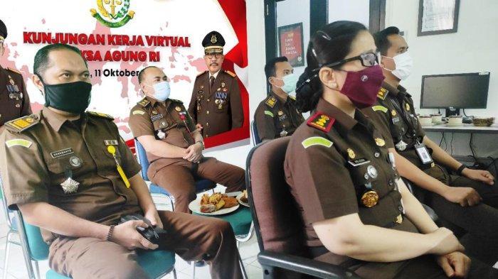 Kajari Bangka Barat, Helena Octavianne mengikuti kunjungan kerja Jaksa Agung Republik Indonesia secara virtual bertempat di Digital Center Kejari Bangka Barat.