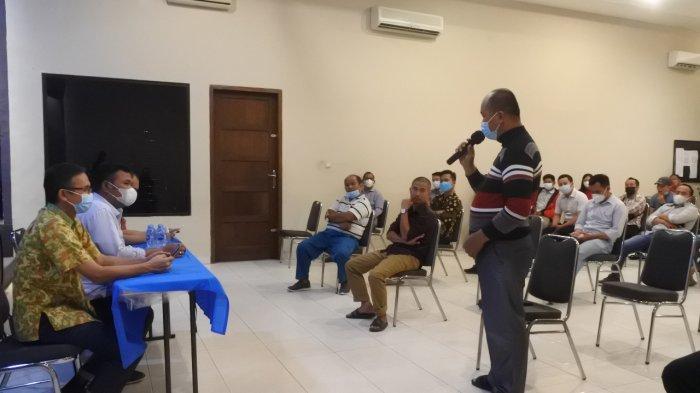 Warga - Dalam reses di PangkalBalam, Anggota DPRD Prov. Kep. Bangka Belitung dari Partai Nasional Demokrat, Johansen Tumanggor. Senin (11/10).