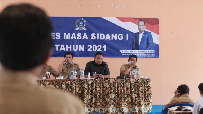 Nico Palamonia Utama, ST, MM, lakukan penjaringan aspirasi (reses) tahun sidang III dengan masa persidangan I di SMK Negeri 3 Pangkalpinang, Senin, (11/10).