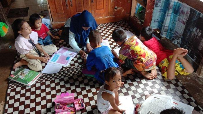 Siswa SD Kota Kapur Manfaatkan Kelas Tambahan yang Dibuka Mahasiswa KKN UBB, Posko KKN Jadi Sekolah