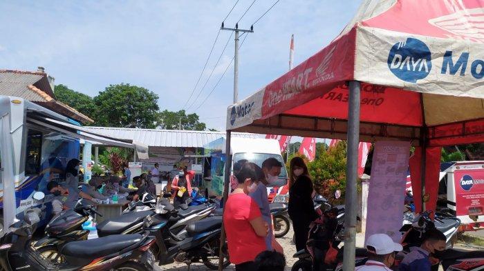 Main Dealer Honda PT Asia Surya Perkasa hadir di tengah masyarakat Kayu Besi berikan support penuh layanan Satu Hati Bersama Instansi Pemerintah Bangka Belitung, Rabu (13/10) di Kantor Desa Kayu Besi.