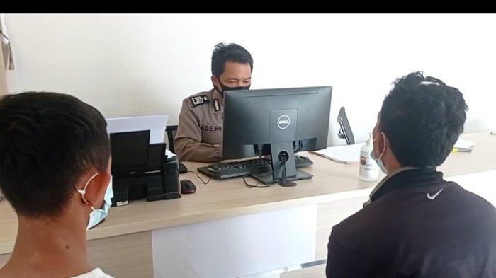 MS (19) seorang pegawai pecel lele di Pangkalpinang saat melaporkan kasus pengeroyokan ke Sentra Pelayanan Kepolisian Terpadu (SPKT) Polres Pangkalpinang beberapa waktu lalu.