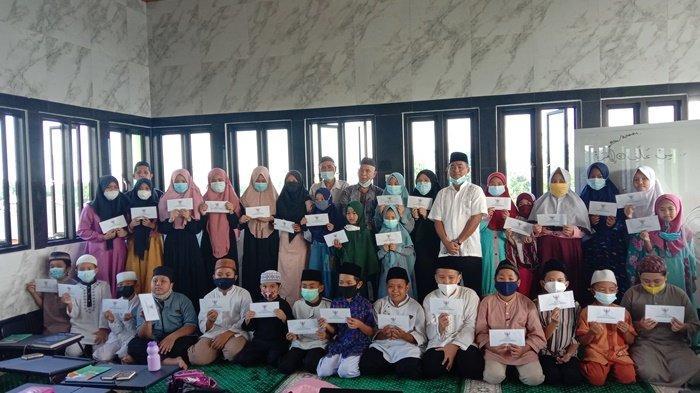Baznas Pangkalpinang Berikan Beasiswa Kepada 31 Orang Santri Rumah Tahfizh Al-Huda Gabek Satu
