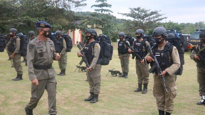 Kapolda Kepulauan Bangka Belitung, Irjen (Pol) Anang Syarif Hidayat, melepas 100 personil satuan Brimob BKO ke Polda Papua, Rabu (17/2/2021
