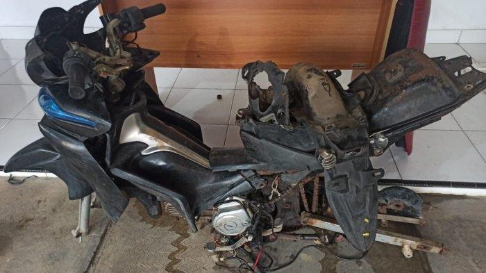 Barang bukti motor yang sudah dipreteli oleh dua pelaku pencurian kendaraan bermotor (curanmor) diamankan Tim Naga Polres Pangkalpinang, Jumat (19/2/2021)