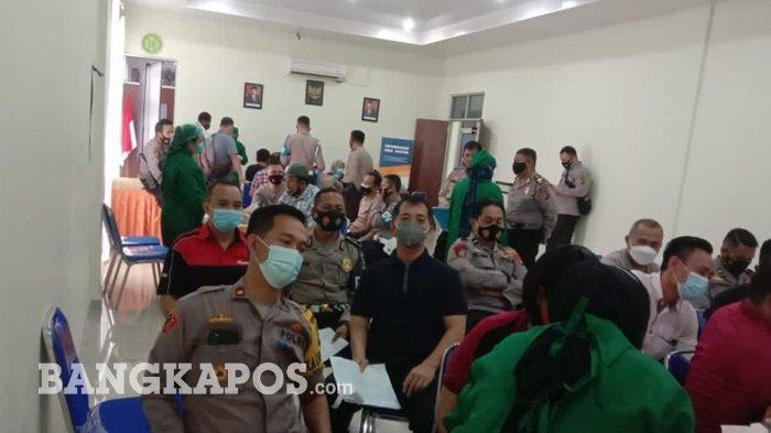 Personel Polres Pangkalpinang melaksanakan pemeriksaan kesehatan di ruangan Aula Sarja Arya Racana Polres Pangkalpinang, Rabu (24/2/2021)