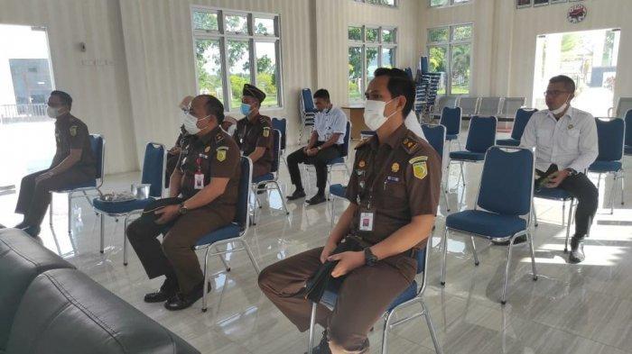 Para Jaksa dan pegawai Kejaksaan Negeri Bangka Barat ikuti sosialisasi aplikasi Kejaksaan Mobile