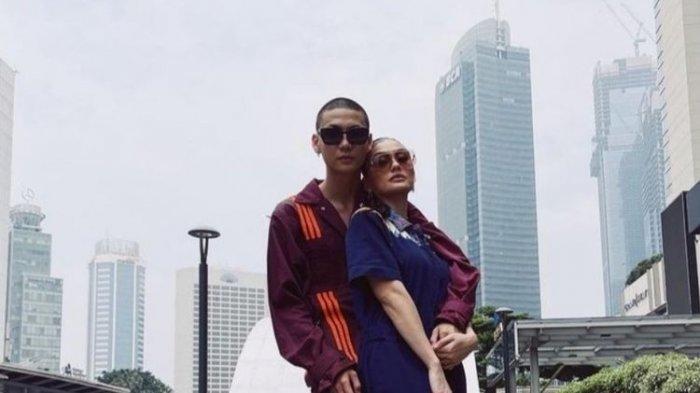Agnez Mo dan kekasihnya Adam Rosyadi.