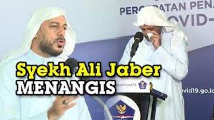 Viral Video Pemuda Berkaus Ungu Tikam Syekh Ali Jaber Saat Ceramah di Atas Panggung