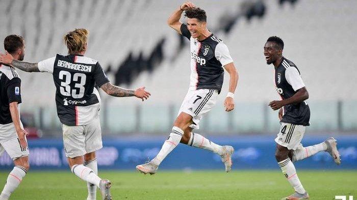 Megabintang Juventus, Cristiano Ronaldo, mencetak gol ke-31 di Liga Italia 2019-2020 yang membuat I Bianconeri 45 menit lagi bisa juara.