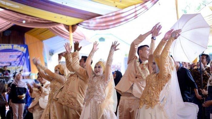 Pernikahan Viral di Facebook, Janda Menikah Lagi Bareng 3 Anak Gadisnya
