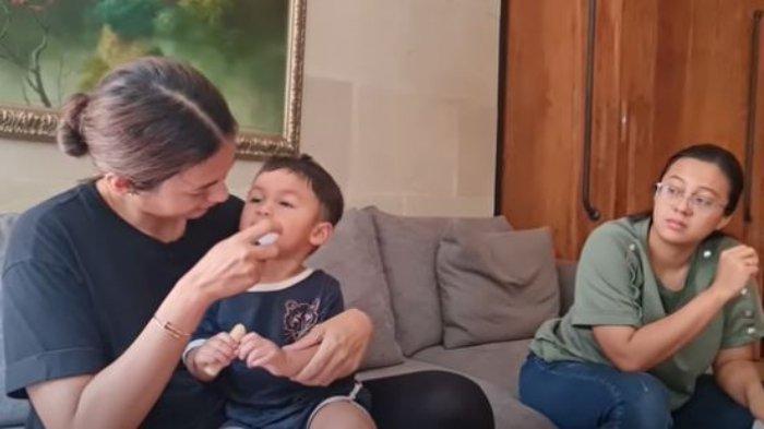 Putra Baim Wong dan Paula Verhoeven, Kiano bintik-bintik merah di badan terkena flu Singapura.
