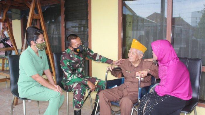 Danrem, Ketua Persit dan Anggota KOREM 045/GAYA Anjangsana ke Veteran dan Warakawuri