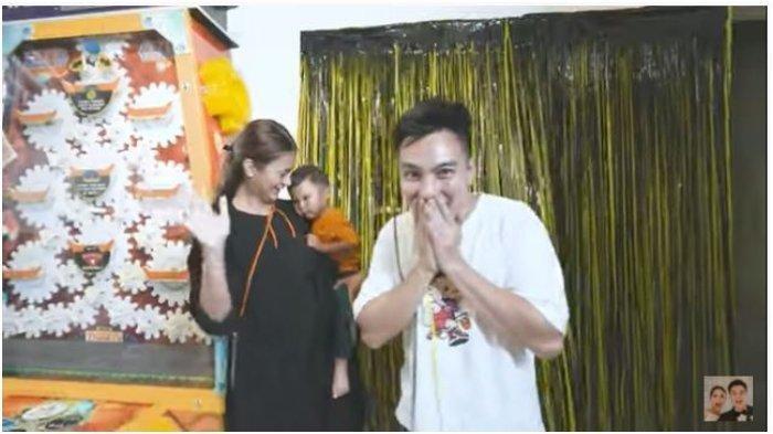 Baim Wong Ulang Tahun, Malah Kaget Dapat Surprise ini, Lalu Bagi-bagi Uang Rp 500 Ribu ke Karyawan