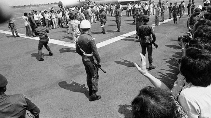 TERORIS Bajak Pesawat Garuda Indonesia, 3 Menit Tuntas (Cerita Sejarah) 31 Maret 1981