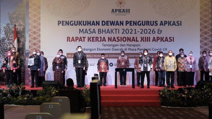 Pengukuhan pengurus Asosiasi Pemerintah Kabupaten Seluruh Indonesia (APKASI) masa bhakti 2021-2026