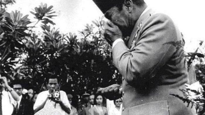 Momen-momen Mengharukan saat Soekarno Meneteskan Air Mata