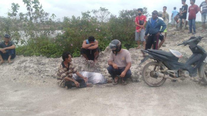 Detik-detik saat jasad Yeti ditemukan di kolong Desa Telak, Parittiga, Kabupaten Bangka Barat, Bangka Belitung, Minggu (17/1/2021)