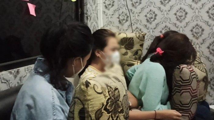 Kelakuan 4 Gadis Belia yang Digerebek Saat Bajunya Sedang Dilepas Om-om, Sukanya Nongkrong di Kafe