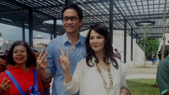 Addie MS dan Memes diabadikan di Taman Kalijodo, Jakarta Barat, Kamis (4/1/2017).